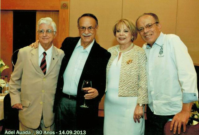 Adel, firme e forte, comemora seu 80º aniversário ao lado da esposa Maria Irma e de amigos: o rotariano Sérgio de Castro e o jornalista Horácio Neves.
