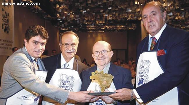 Confraternização no clube do Feijão Amigo: Cláudio Valverde, Adel Auda, Henry Maksoud e Michel Tuma Ness